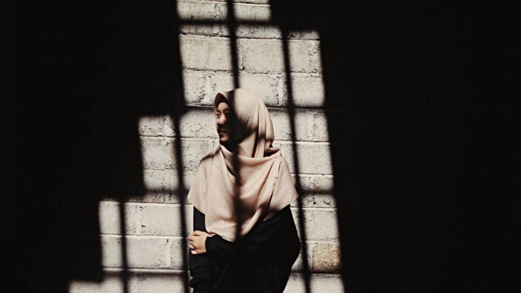 Perempuan Islami yang Selalu Memperhatikan Masalah Sosial